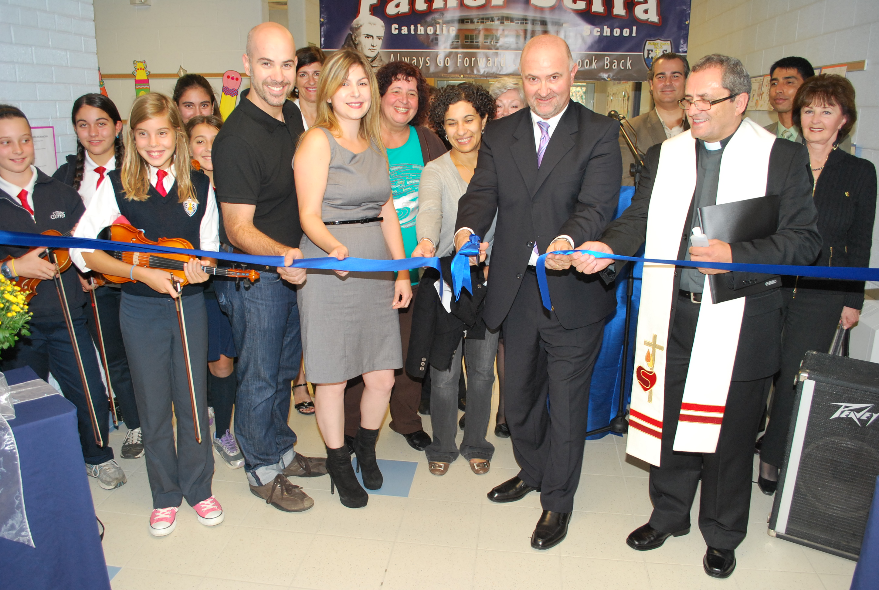 ribboncutting2.JPG