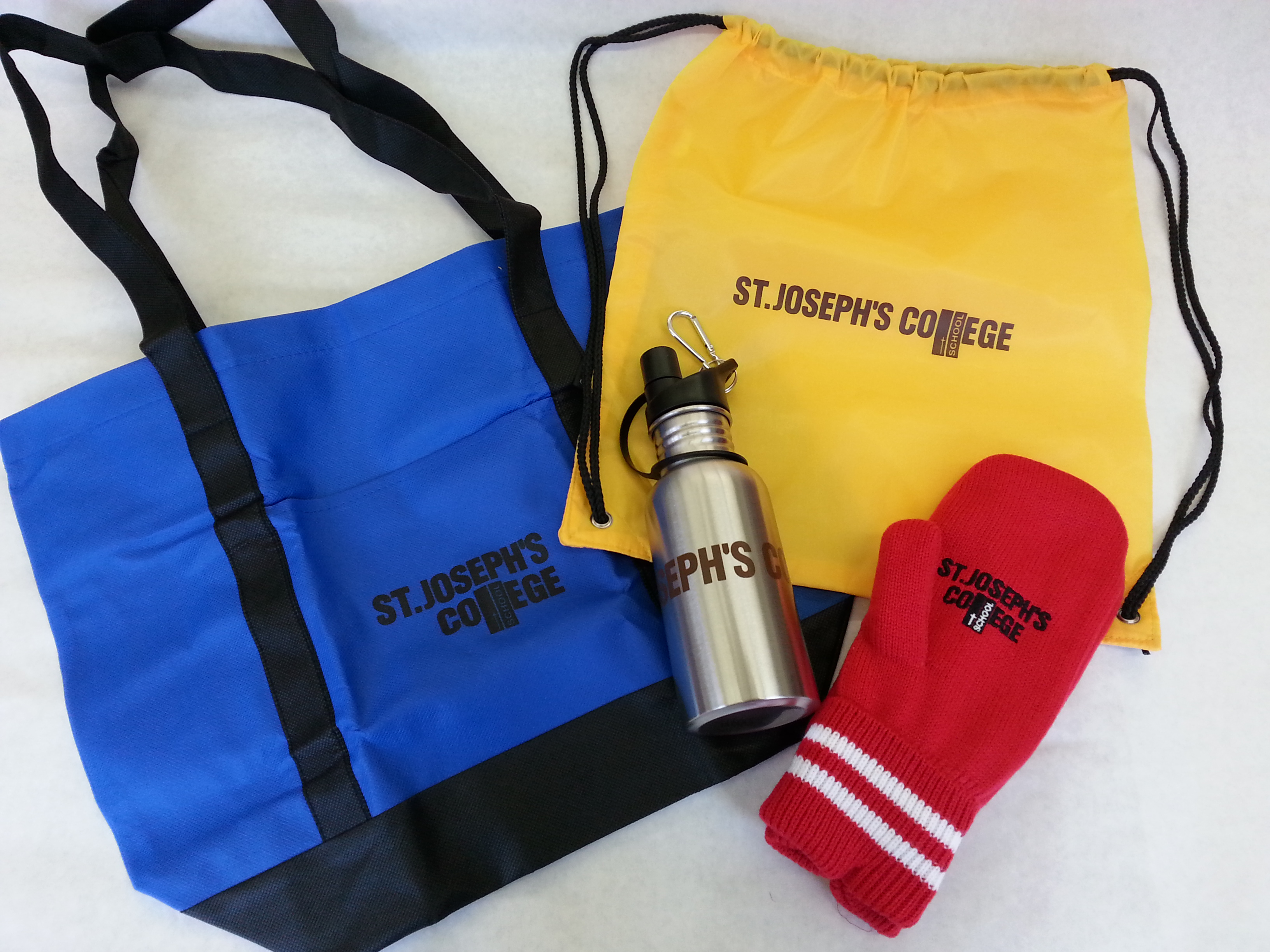 pull bag shoulder bag mittens waterbottle.jpg