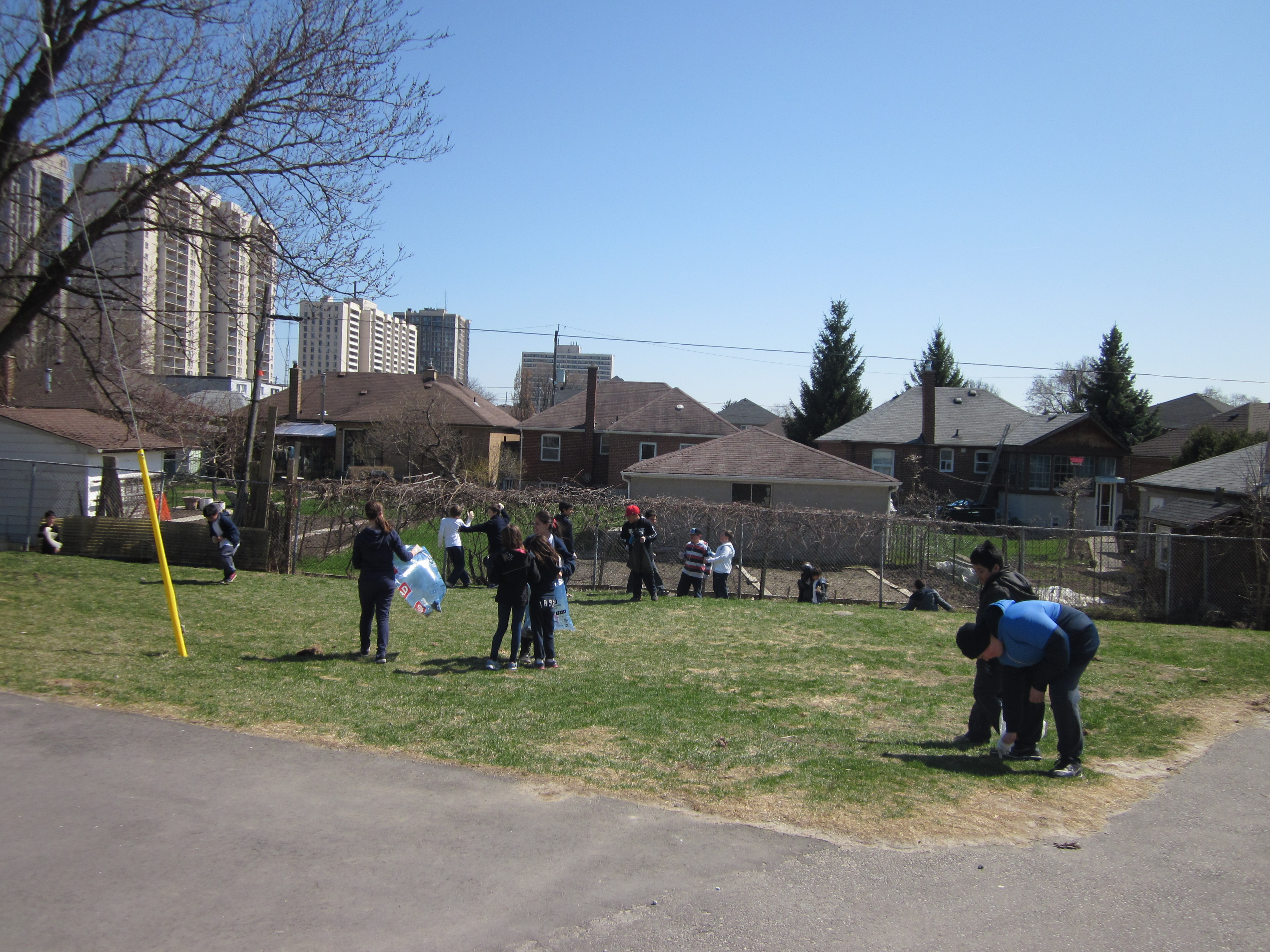 clean up2 Earth Day 2013.JPG